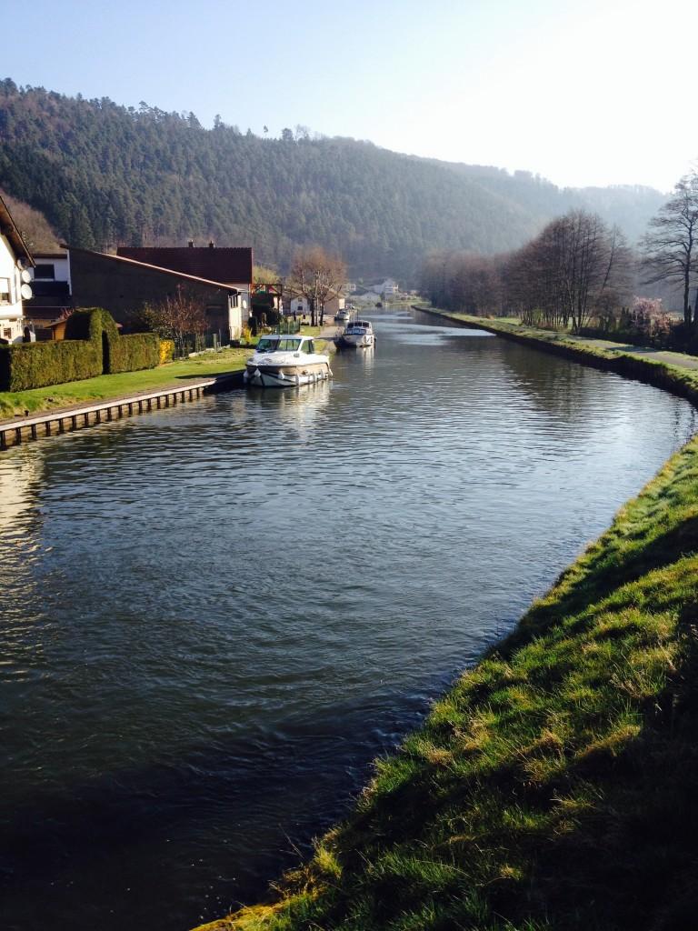Bateau amarré à Lutzelbourg